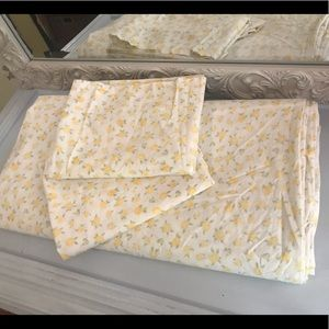 Vintage Queen duvet and 2 pillowcases